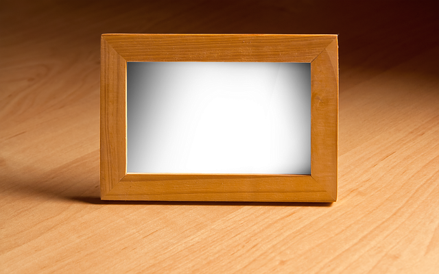 cornici digitali in legno